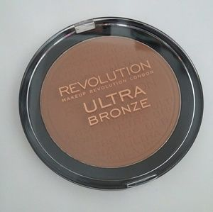 MUR Ultra Bronze Bronzer FULL SZ Makeup Revolution